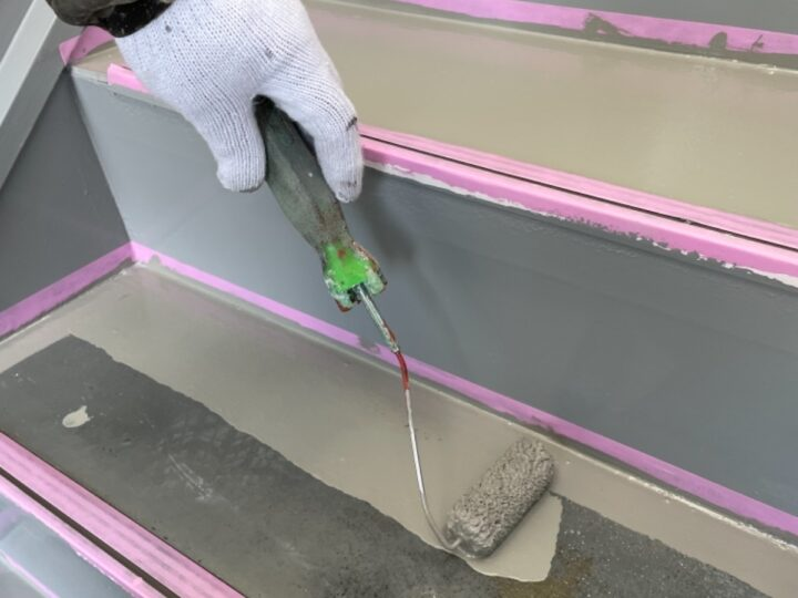 ハイツ階段/トップコート塗布