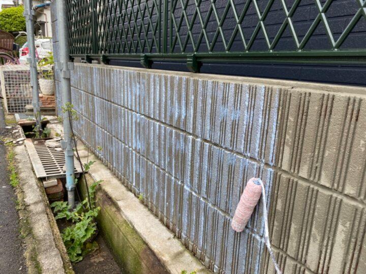 擁壁塗装/下塗り1回目